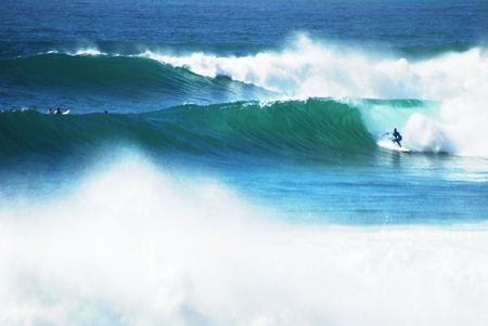 Offshore storm is creating big waves for the surfers in Malibu and Southern California. 免版税图像 - 2197846