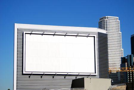 Blank wei� Billboard steht f�r Ihr Unternehmen Werbung in der Innenstadt von Los Angeles, Kalifornien, USA.