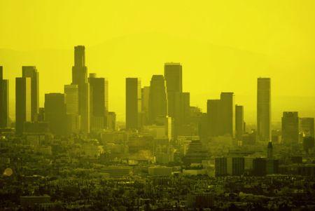 Downtown Los Angeles in der D�mmerung sieht goldene f�r globale Unternehmen.