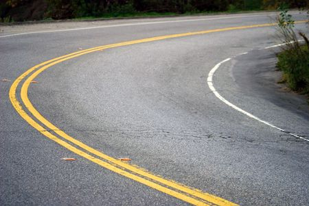 Double Yellow Lines divide two way street. Imagens - 2557384