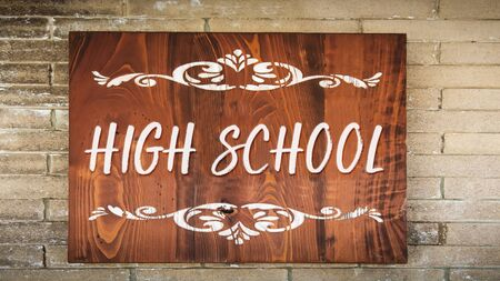 Street Sign to High School 版權商用圖片