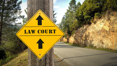 Street Sign the Direction Way to Law Court Zdjęcie Seryjne - 122967080