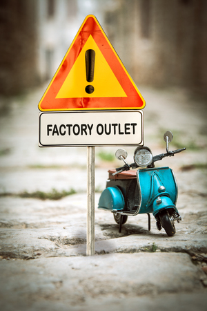 Street Sign the Direction Way to FACTORY OUTLET Stock Photo - 124902184
