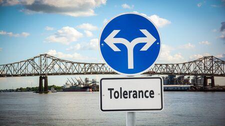 Straßenschild Richtung Weg zur Toleranz
