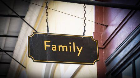 Letrero de la calle en dirección a la familia Foto de archivo