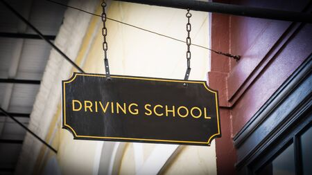 Street Sign the Direction Way to DRIVING SCHOOL Stockfoto