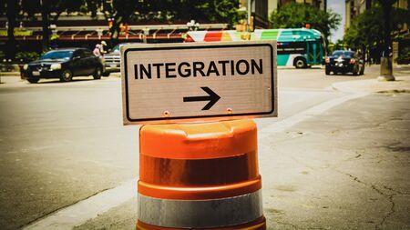 Straßenschild Richtung Weg zur Integration Standard-Bild