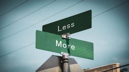 Segnale stradale la direzione verso più contro meno