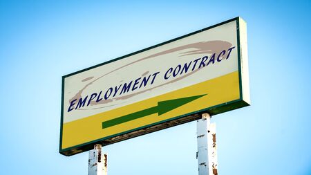 Street Sign the Direction Way to EMPLOYMENT CONTRACT Imagens