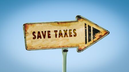 Street Sign the Direction Way to Save Taxes Banque d'images - 129222913