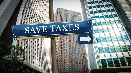 Street Sign the Direction Way to Save Taxes Banque d'images - 129324643