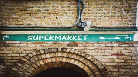 Street Sign the Direction Way to Supermarket Reklamní fotografie