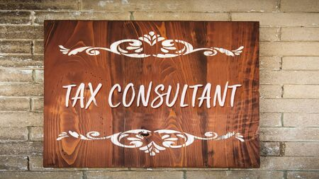 Street Sign the Direction Way to TAX CONSULTANT Banque d'images - 129323296