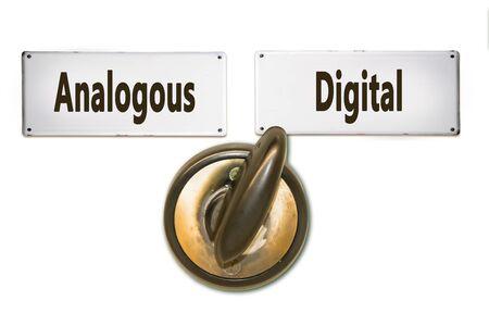 Plaque de rue le chemin vers le numérique par rapport à l'analogique Banque d'images