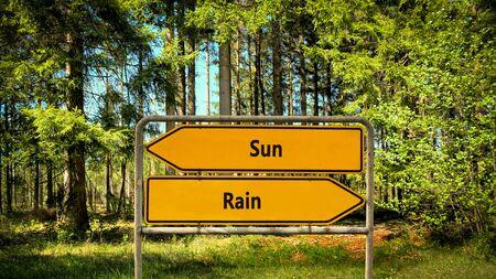 Cartel de la calle la dirección camino al sol frente a la lluvia Foto de archivo
