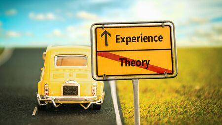 Cartel de la calle: la dirección de la experiencia frente a la teoría