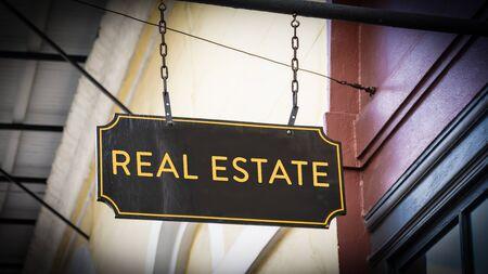 Street Sign the Direction Way to Real Estate Zdjęcie Seryjne