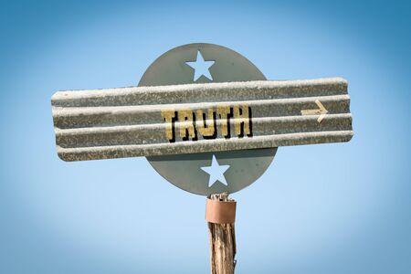 Street Sign the Direction Way to Truth Zdjęcie Seryjne