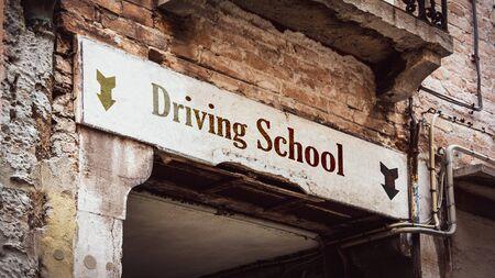 Street Sign the Direction Way to DRIVING SCHOOL Zdjęcie Seryjne