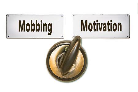 Straßenschild Weg zur Motivation versus Mobbing Standard-Bild