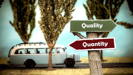 Street Sign the Direction Way to Quality versus Quantity Banque d'images