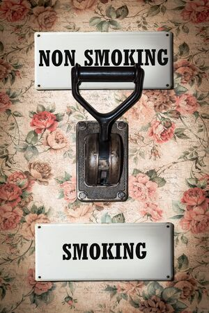 Street Sign the Direction Way to Smoking versus Non Smoking Stok Fotoğraf