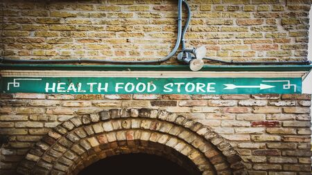 Street Sign the Direction Way to HEALTH FOOD STORE 版權商用圖片