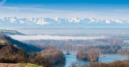 Pyrenees from Toulouse, Haute-Garonne, Occitanie, France Foto de archivo