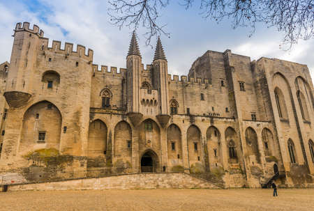Palace of the Popes in Avignon in Provence, France 新聞圖片