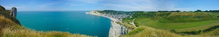 panoramic view of the beach and cliffs of Etretat. Normandy, France Banco de Imagens