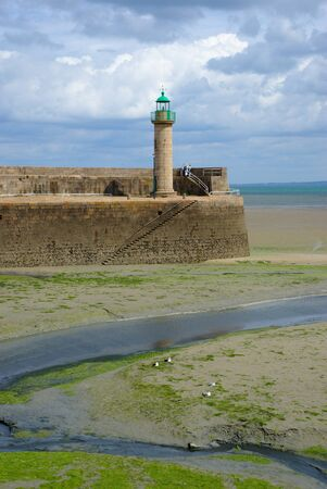 Lighthouse port Binic at low tide in the coast of Armor in Brittany Imagens