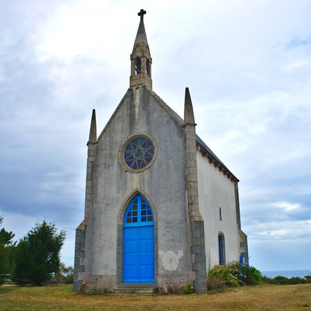 the little chapel of Etables sur Mer, near Binic, in Brittany in the Cotes d'Armor; is particular in its small size 스톡 콘텐츠 - 124989974