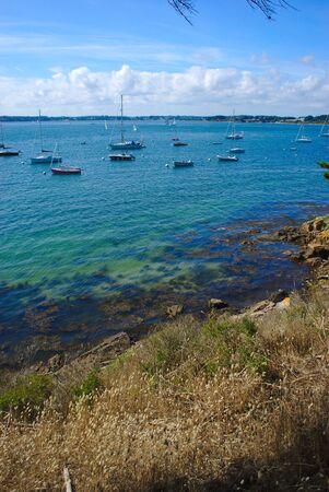 coastline, seaside, beach and boats on the island of the monk in Brittany in the Morbihan. la France Reklamní fotografie - 124989988