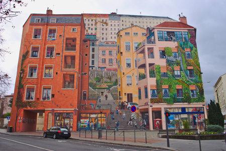 Fresko von Canuts, aktualisiert im Jahr 2013 von The City of Creation. Am Boulevard des Canuts im 4. Arrondissement von Lyon im Stadtteil Croix-Rousse gelegen. Überblick