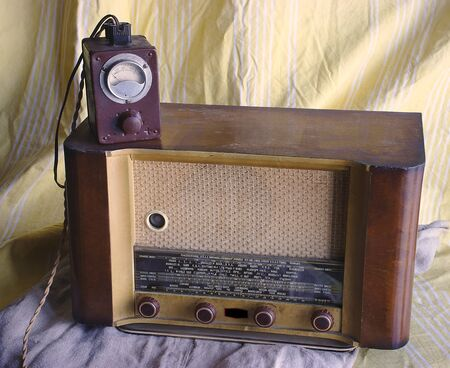 vintage radio set (TSF) LIRAR model Consul