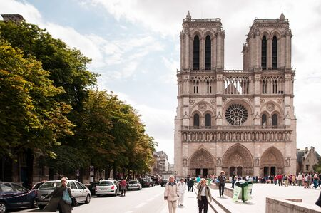 June 9, 2011 PARIS, FRANCE : Tourists in front of Notre Dame Cathedral Paris, France. 報道画像