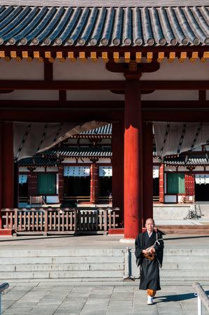 2011 年 10 月 31 日奈良県: 日本の僧侶や薬師寺の僧。 報道画像