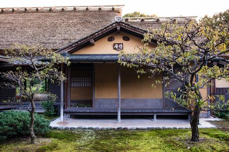 10 月 31,2011 奈良県: 抹茶茶道の茶室と日本庭園に寺院で有名な場所