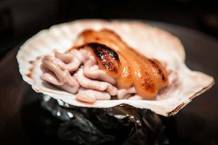 Japanese Yaki cheese Shirako on shell, Japanese grilled fish sperm sac with cheese, Aomori cuisine Foto de archivo