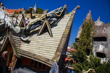 FEB 26, 2014 Dalat, Vietnam - Fantasy exterior strange roof and facade of crazy house Hang Nga guesthouse. Most famous tourist attraction in city 報道画像