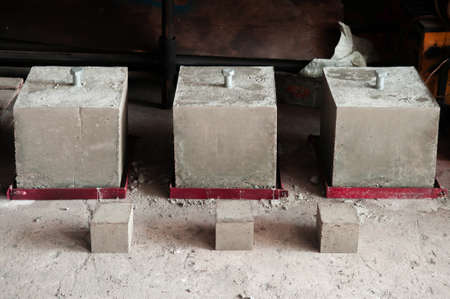 Steel bolt in reinforced concrete block for concrete strength testing