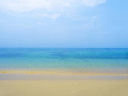 Serene calm peaceful blue sea on tropical island beach under bright sun in summer. Koh Kood - Thailand Foto de archivo