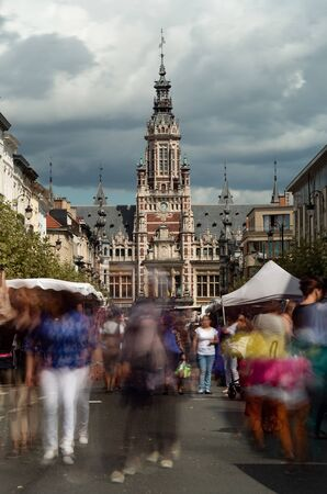 Long exposure photo of a street market with the the Town hall of Shaerbeek in Brussels, Belgium in the background 版權商用圖片
