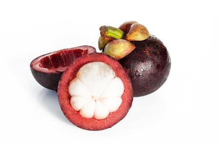 Mangostano frutta tropicale isolato su sfondo bianco