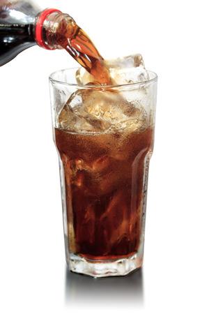 carbonation: vidrio de cola con hielo en la madera Foto de archivo