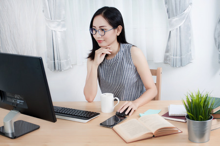 Young Asian Woman Working at home, Young business start up online seller owner, Delivery Project, Woman with Online Business or SME Concept. Standard-Bild