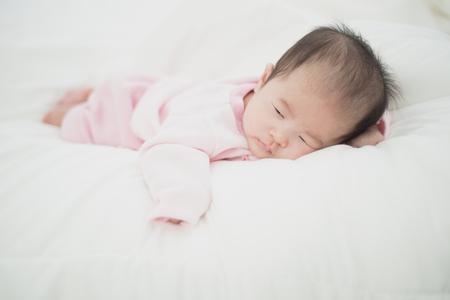 Asiatisches schönes neugeborenes Baby Standard-Bild - 96308726