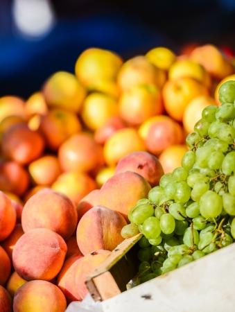 Vários vegetais e frutas no mercado em Essaouira, Marrocos Imagens