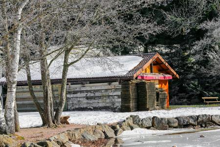 casse-cro�te: Snack bar pr�s de lac gel� dans les Vosges, France
