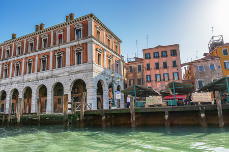 the merchant of venice: VENICE, ITALY - MAR 18 - local market on the edge of canal grande on Mars 18, 2015 in Venice, Italy. Editorial